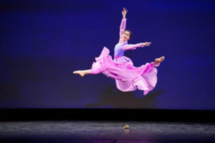 """2021年9月4日,第九届新唐人电视台""""全世界中国古典舞大赛""""复赛在美国纽约举行。图为青年女子组参赛选手杨美莲表演舞蹈《塞外昭君》。(戴兵/大纪元)"""