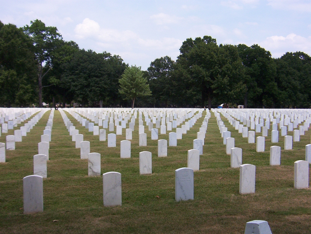 https://i1.wp.com/upload.wikimedia.org/wikipedia/commons/0/00/Memphis_national_cemetery.jpg