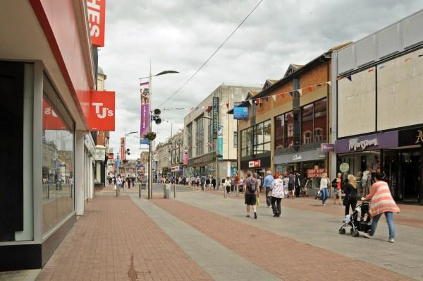 File:High Street, Southend-on-Sea, England.JPG - Wikimedia ...