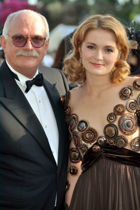 English: Nikita Mikhalkov and his daughter Nad...