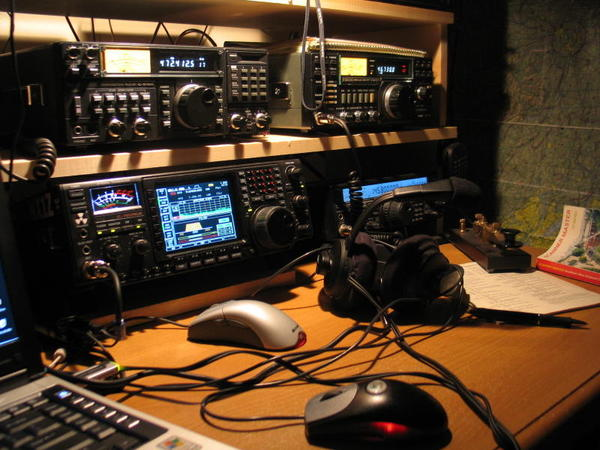 Amateur radio station with multiple receivers ...
