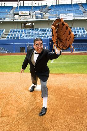 https://i1.wp.com/upload.wikimedia.org/wikipedia/commons/0/03/Myron_Noodleman_with_large_glove.jpg