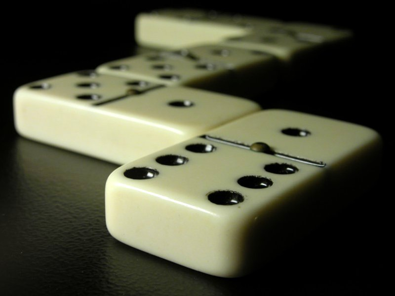 https://i1.wp.com/upload.wikimedia.org/wikipedia/commons/0/04/Dominoes.jpg