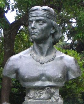 Bust of Lautaro in the plaza of Cañete.