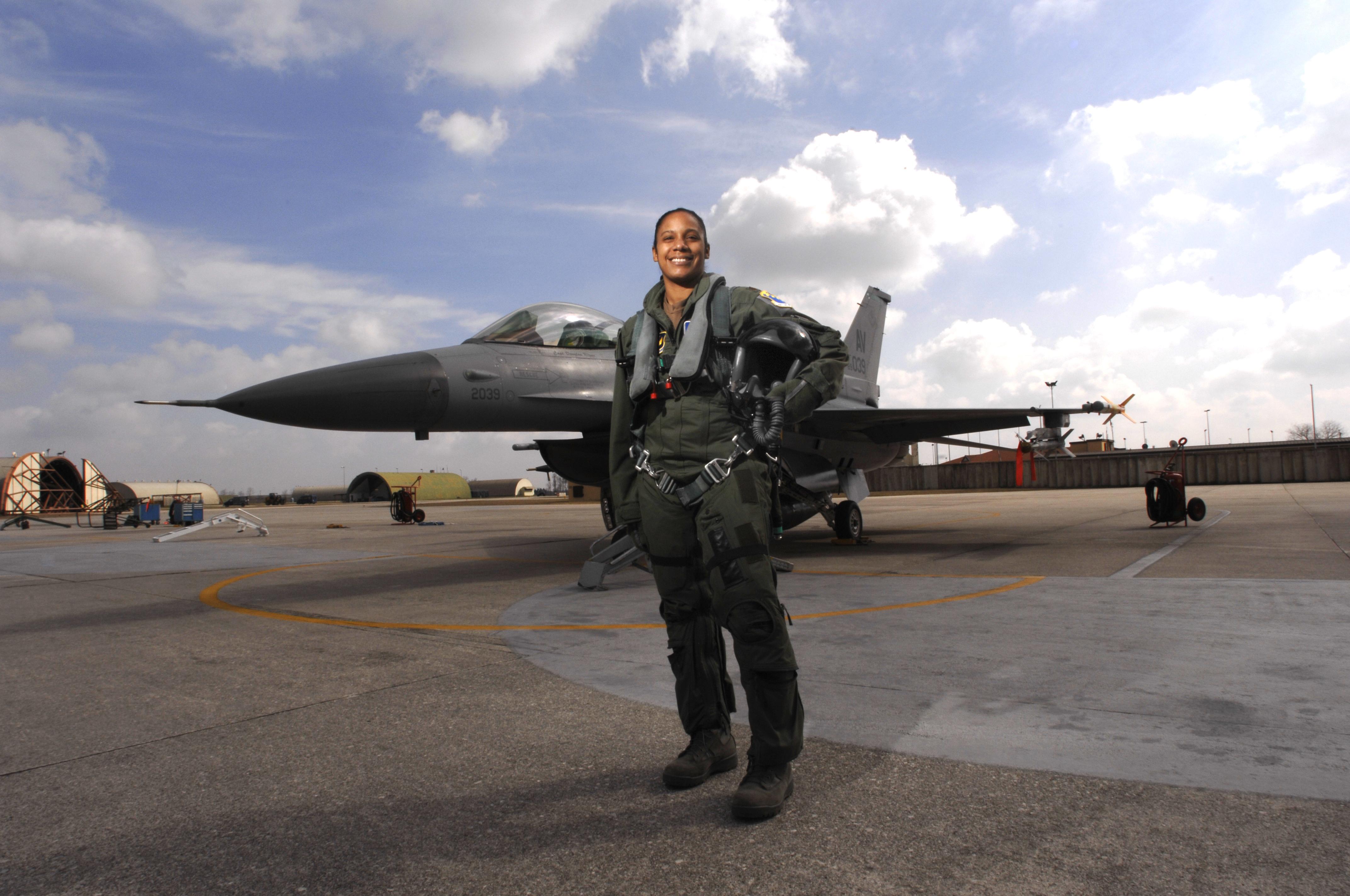 How Much Do Navy Pilots Make?