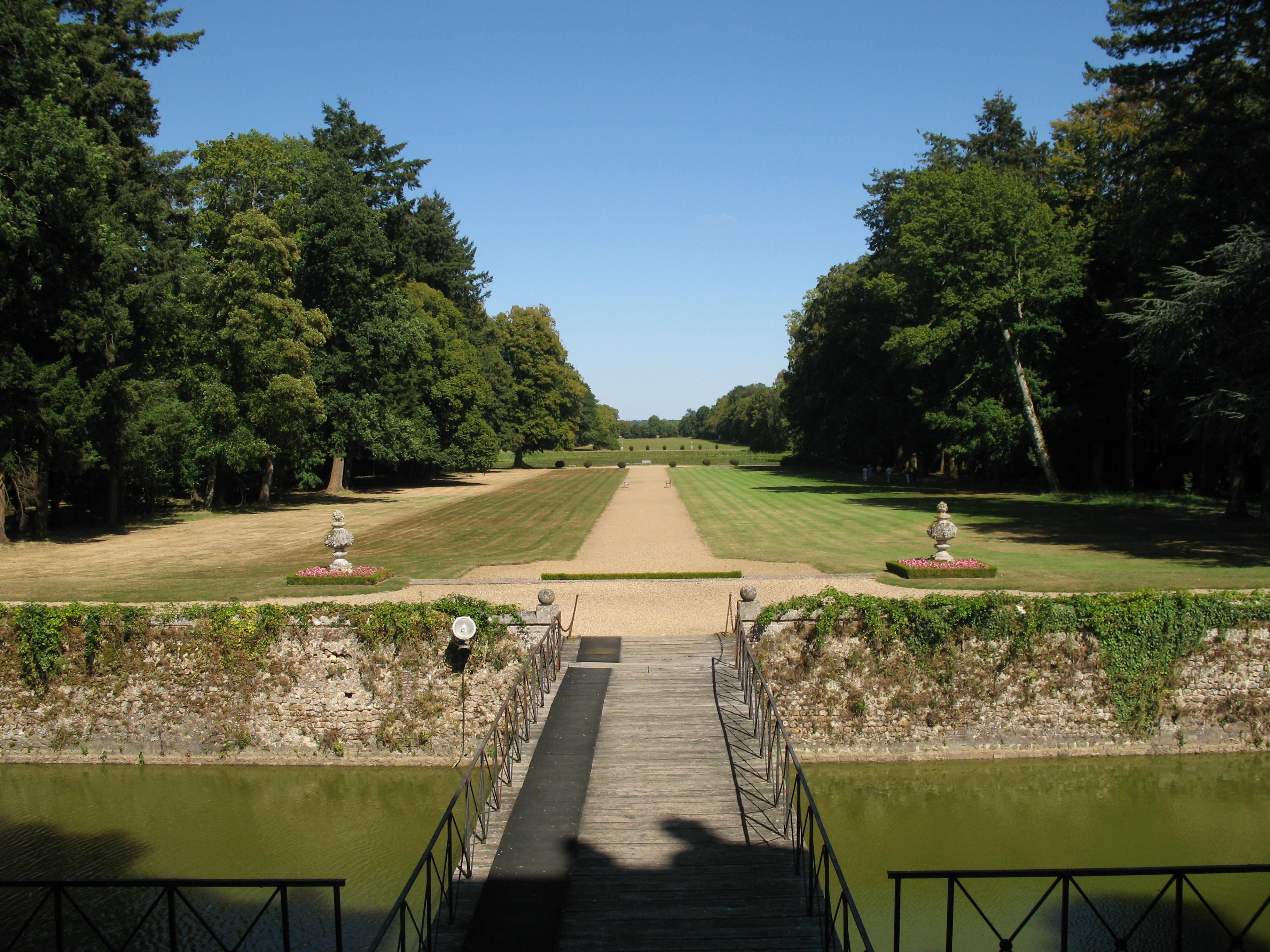 Blick vom Schloss auf den Park, Foto von PHILDIC, Lizenz:public domain/gemeinfrei