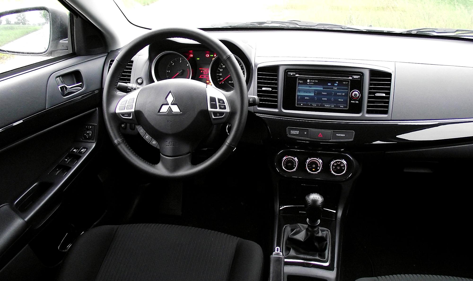DateiMitsubishi Lancer Sportback Cockpit Interieur