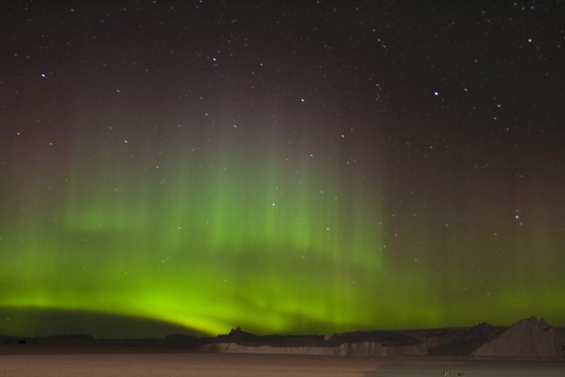 File:Aurore australe - Aurora australis.jpg