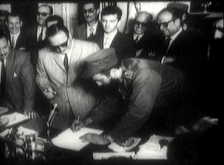 Fidel firma como primer ministro de Cuba el 16 de febrero de 1959. Tomado de La pupila insomne.