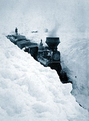 English: A train blocked by snowdrifts in Sout...