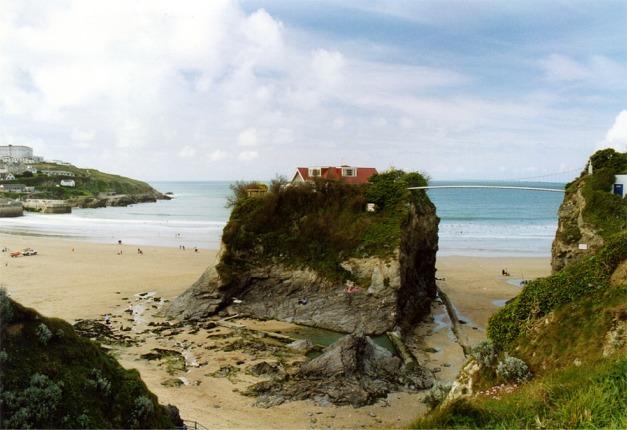 English: Rock outcrop on Newquay beach. The pr...