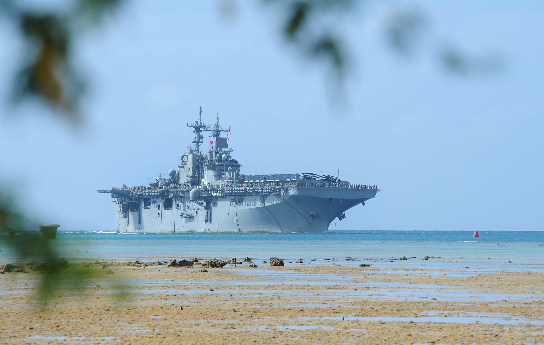 File The Amphibious Assault Ship Uss Boxer Lhd 4 Arrives