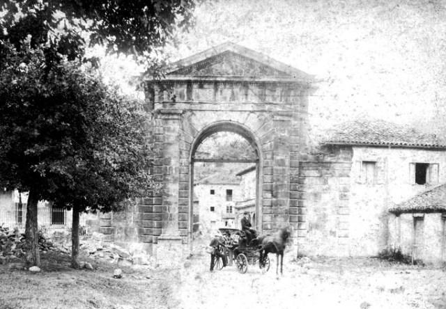 Arco La Cavada 1890.jpg