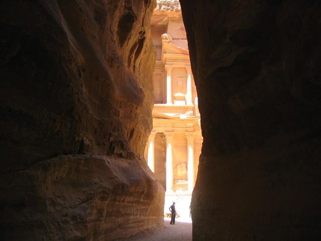 File:Entrance to Petra.JPG