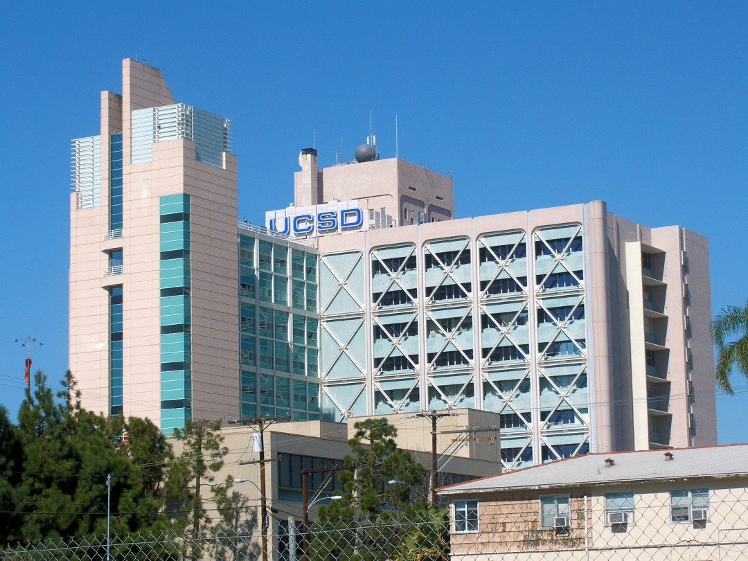 English: The UCSD Medical Center in the Hillcr...