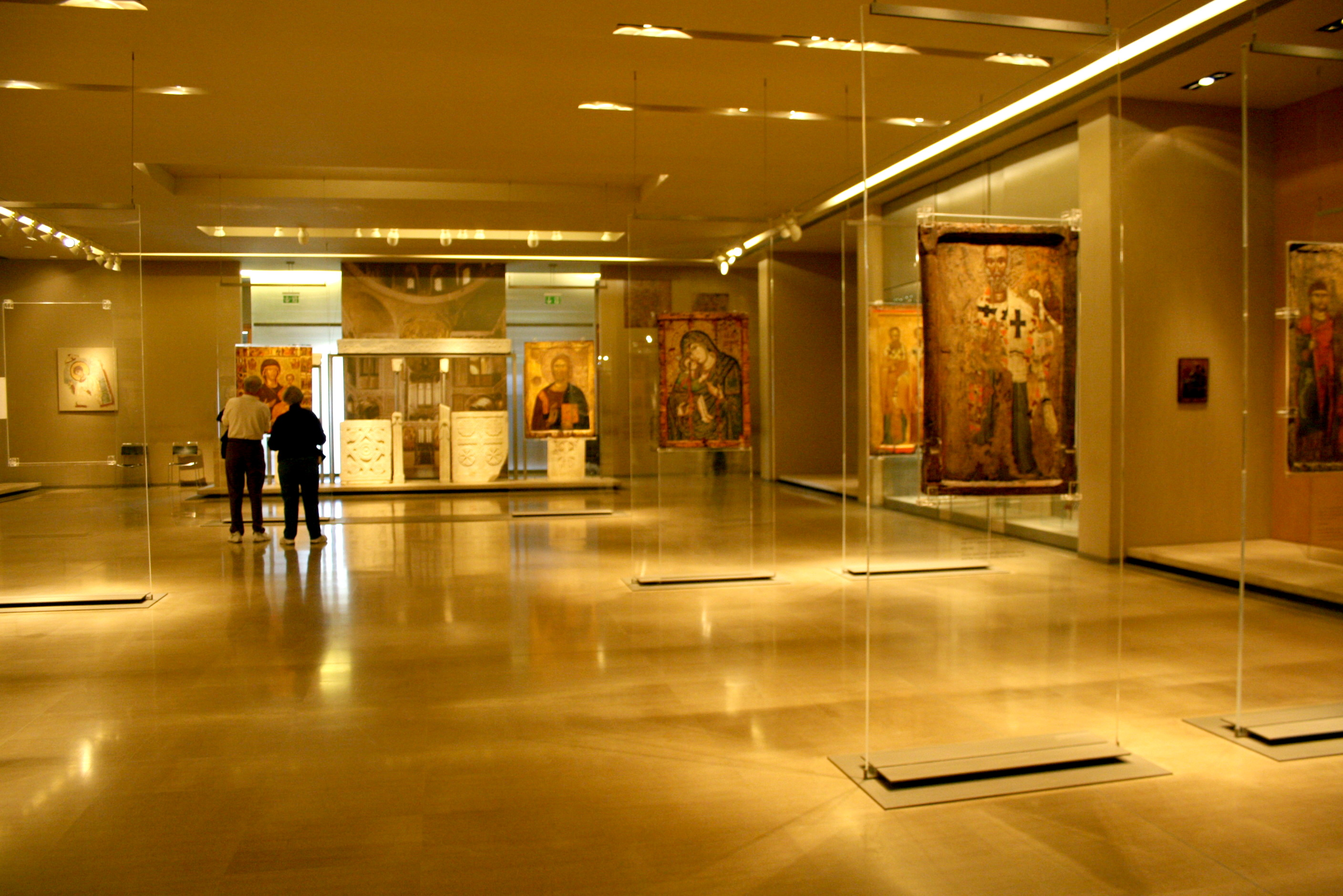 https://i1.wp.com/upload.wikimedia.org/wikipedia/commons/0/0f/1956_-_Byzantine_Museum,_Athens_-_Room_of_the_icones_-_Photo_by_Giovanni_Dall%27Orto,_Nov_12_2009.jpg
