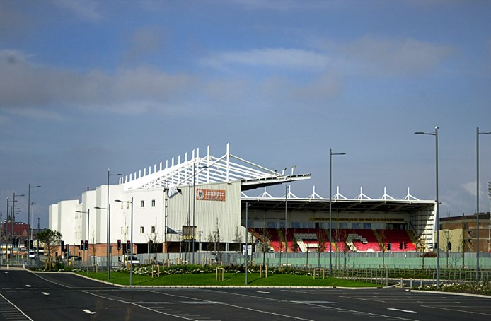 https://i1.wp.com/upload.wikimedia.org/wikipedia/commons/0/0f/Blackpool_football_club.jpg?resize=694%2C454&ssl=1