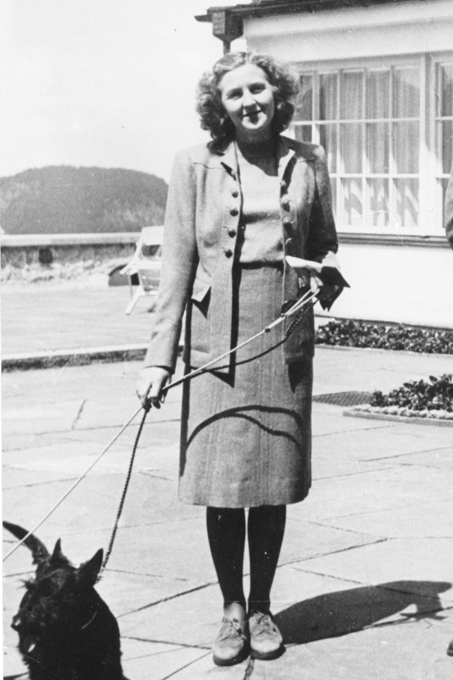 File:Eva Braun walking dog.jpg