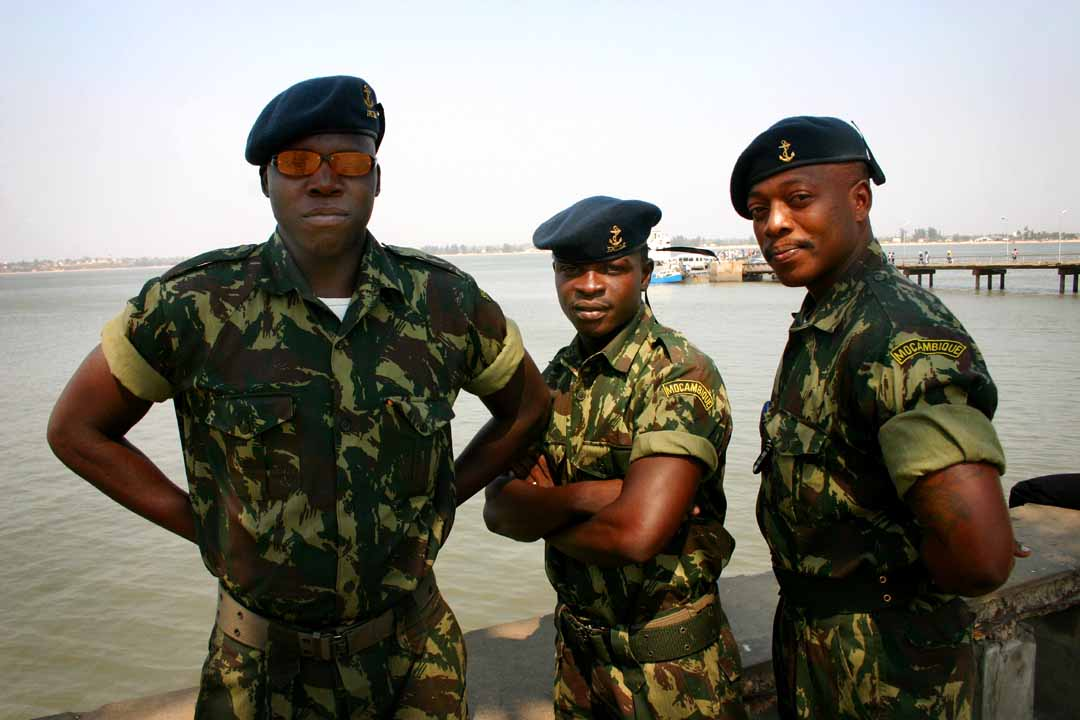https://i1.wp.com/upload.wikimedia.org/wikipedia/commons/0/0f/Mozambique_army_personnel.jpg