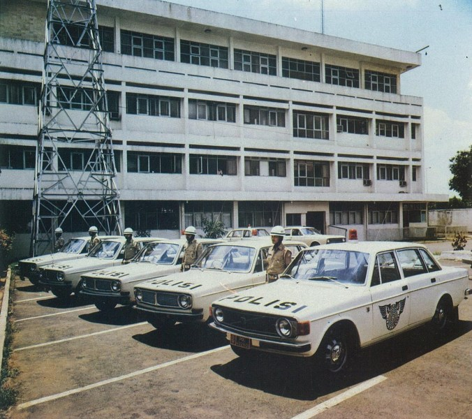 1959 bmw cars » Automotive industry in Indonesia   Wikipedia Volvo 144 s used as police cars  1976   a result of Liem s close  relationship with the Indonesian government