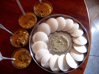https://i1.wp.com/upload.wikimedia.org/wikipedia/commons/1/11/Idli_Sambar.JPG?resize=400%2C300