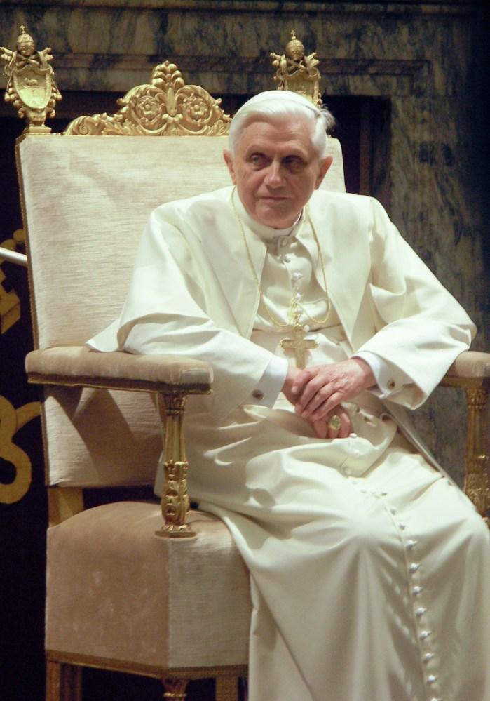 Benedikt XVI. rezignuje