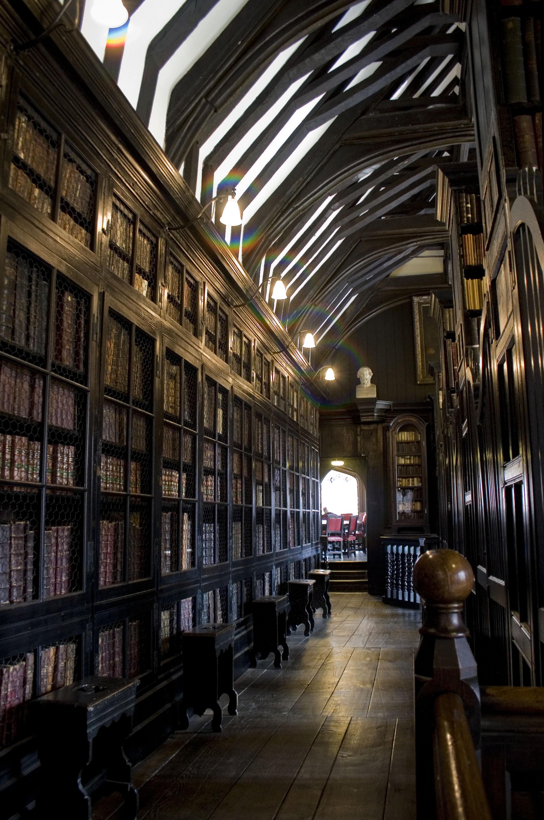 Bookcase Wikipedia