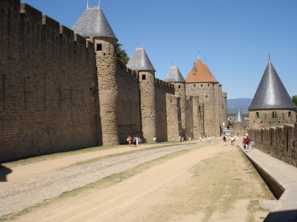 File:2005-08-24-Carcassonne-La lice.jpg - Wikimedia Commons