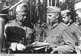 Bundesarchiv Bild 183-H29376, Sowjetunion, Lagebesprechung.jpg