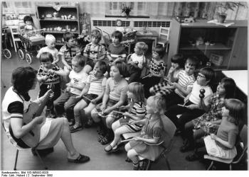 Oppburg, Blick in den Kindergarten - Quelle: Wikimedia / Deutsches Bundesarchiv