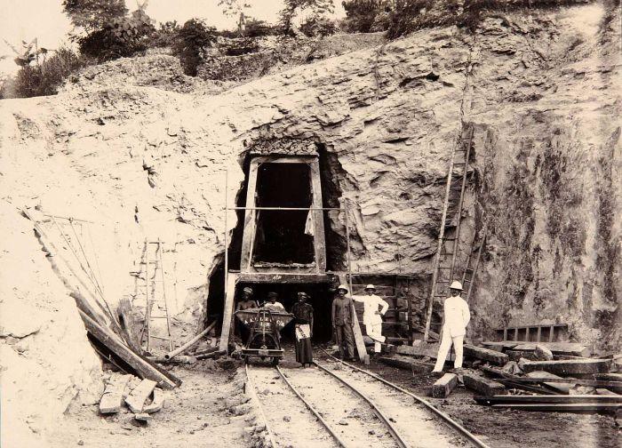 pembangunan terowongan kereta 1
