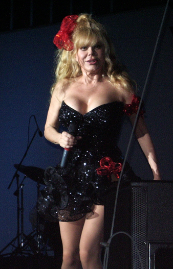 https://i1.wp.com/upload.wikimedia.org/wikipedia/commons/1/15/Charo_black_dress.jpg