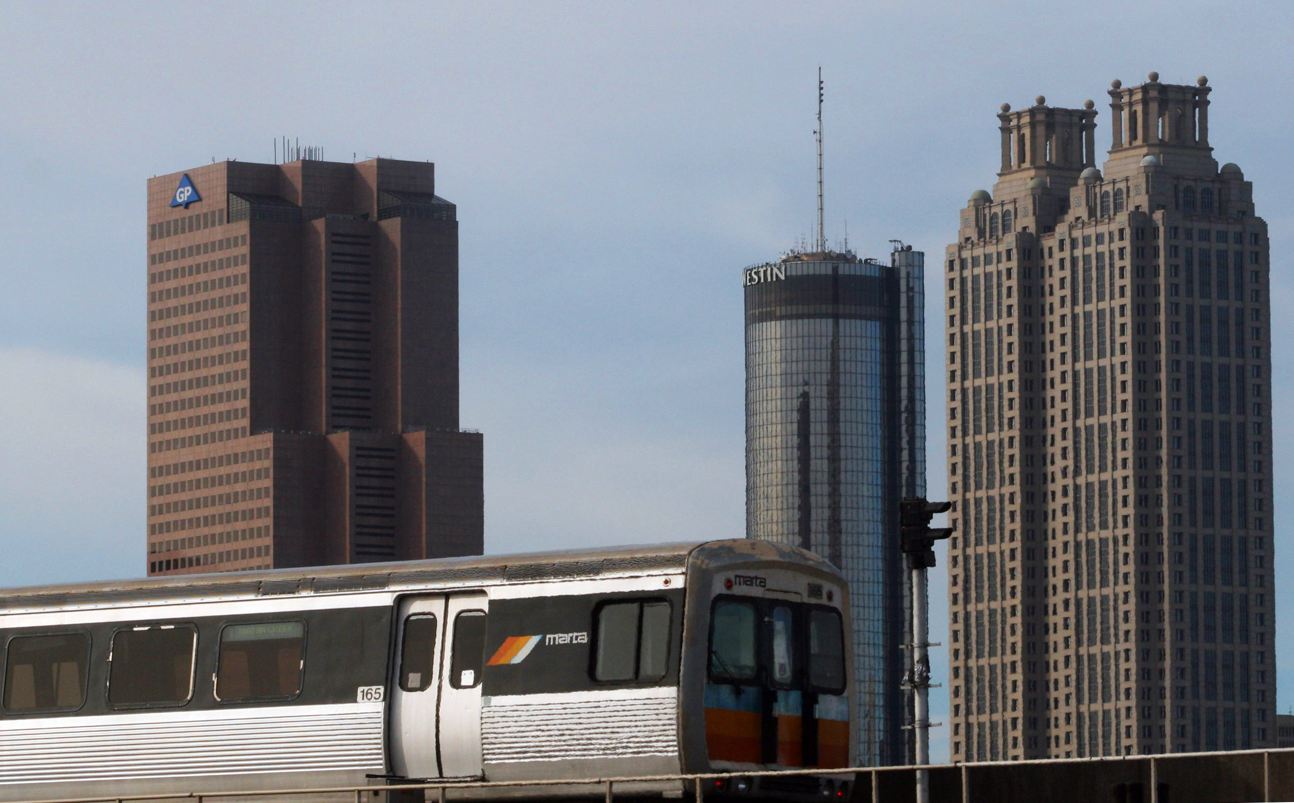English: A MARTA rapid transit train and the A...