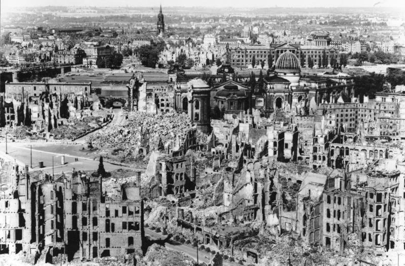 File:Bundesarchiv Bild 146-1994-041-07, Dresden, zerstörtes Stadtzentrum.jpg