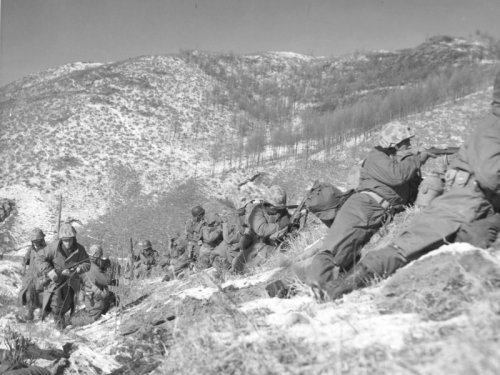 https://i1.wp.com/upload.wikimedia.org/wikipedia/commons/1/1b/Marines_engage_during_the_Korean_War.jpg?w=500