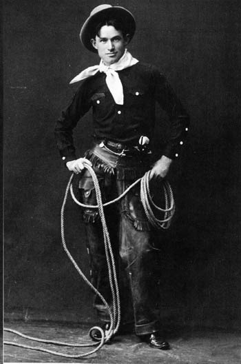 Will Rogers ready to perform.  Photo taken prior to 1900 - Wikimedia