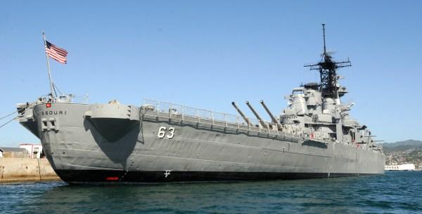 File:US Navy 100113-N-7498L-056 The Battleship Missouri ...