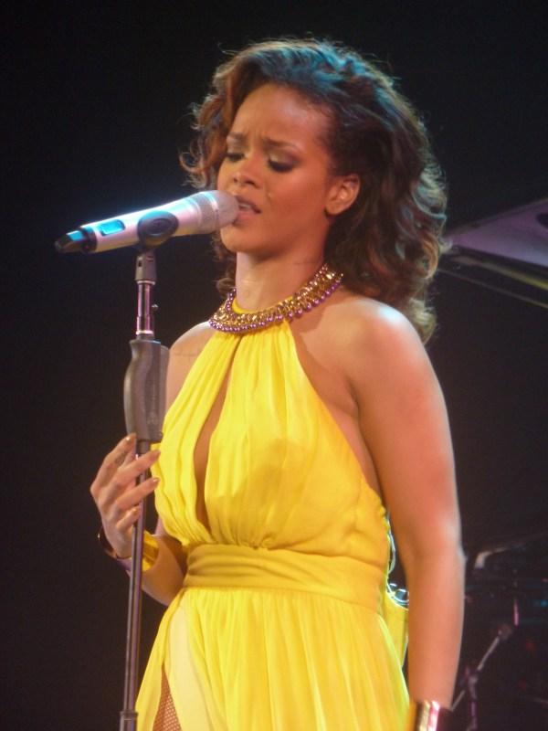 File:Rihanna - The Loud Tour - 25 (6936497043).jpg ...