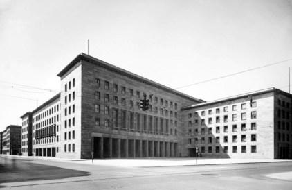 File:Bundesarchiv Bild 146-1979-074-36A, Berlin, Reichsluftfahrtministerium.jpg