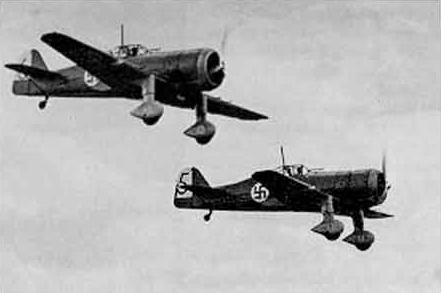 Finse Fokkers D.XXI met hakenkruizen