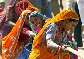 File:Tug of war, at Pushkar Fair, Rajasthan.jpg