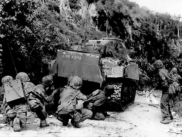 File:Marines take cover behind medium tank.jpg