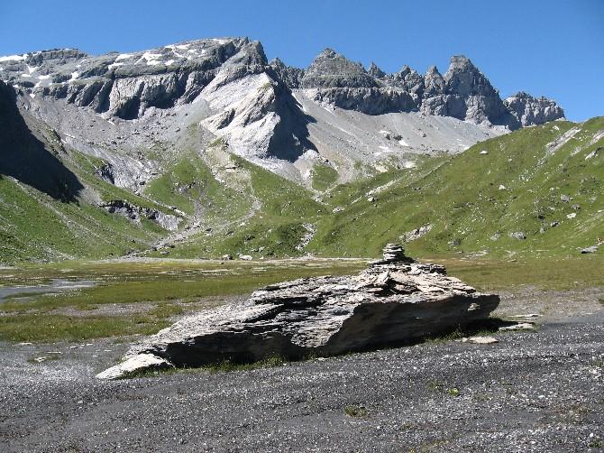 Datei:Ofen und Tschingelhörner vom unteren Segnasboden.jpg