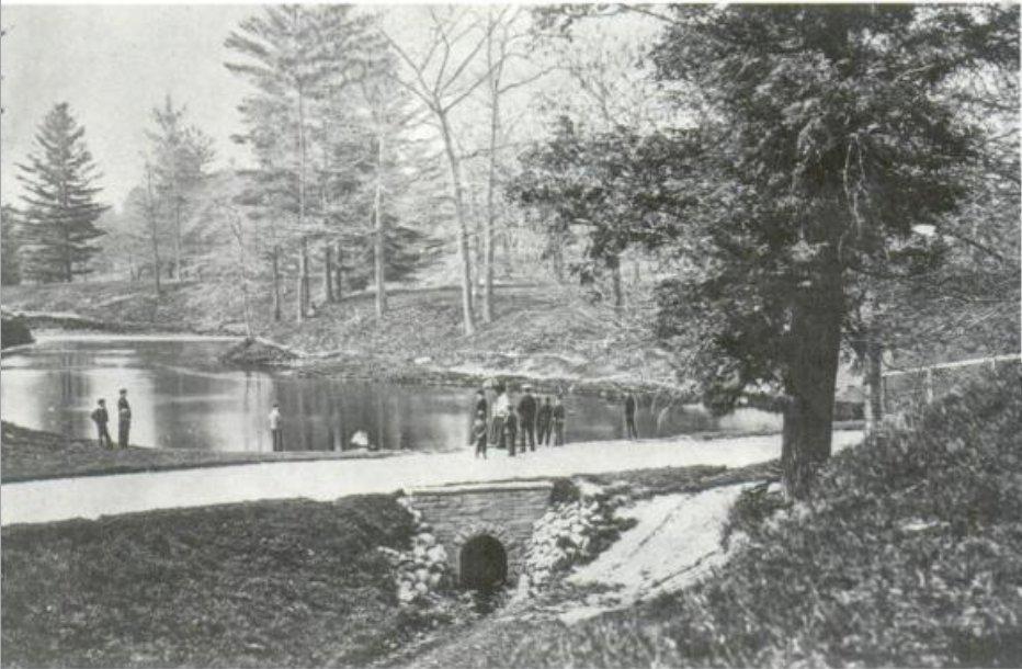 https://i1.wp.com/upload.wikimedia.org/wikipedia/commons/2/20/Taddle_Creek_-_McCaul%27s_Pond.jpg