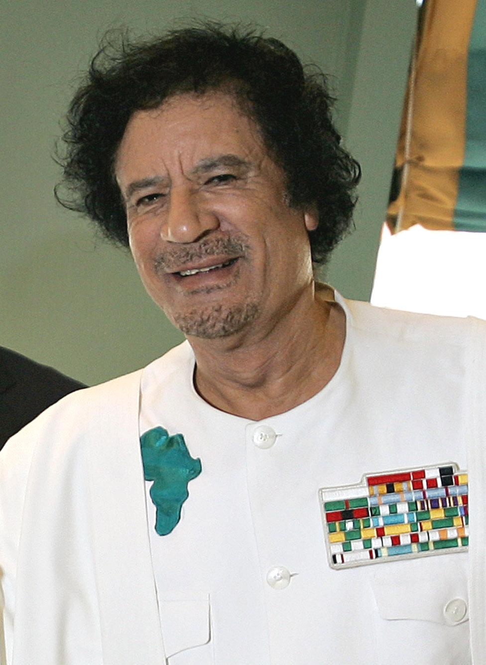 https://i1.wp.com/upload.wikimedia.org/wikipedia/commons/2/21/Muammar_al-Gaddafi-30112006.jpg