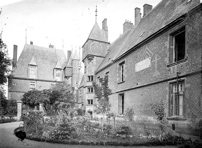 SchlossGienVor1893Innenhof