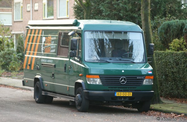 File:Mercedes-Benz Vario 614 D (15813290875).jpg ...