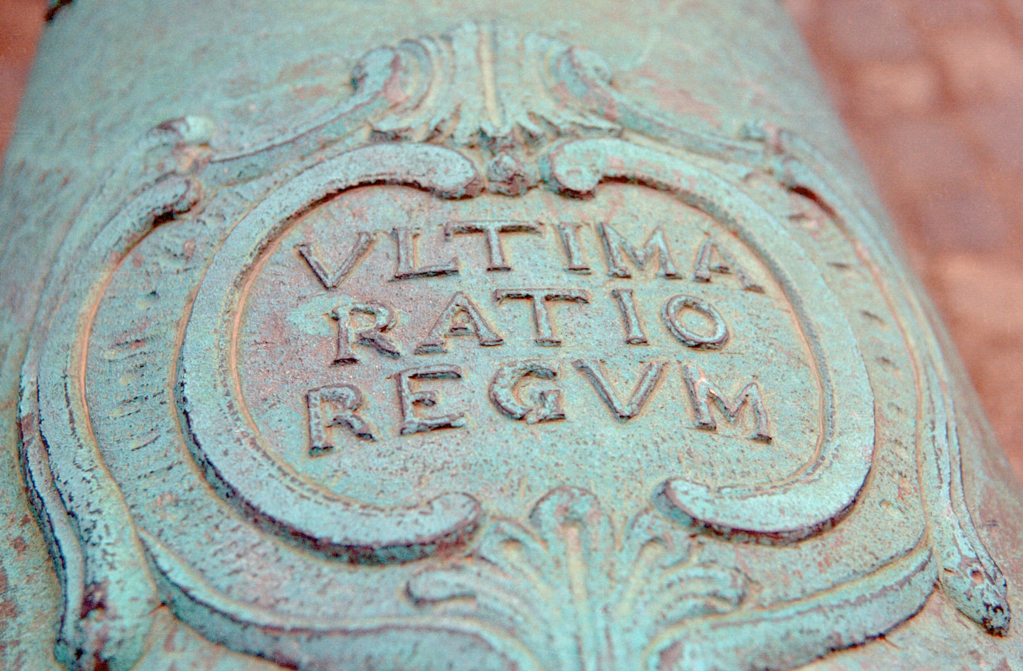 https://i1.wp.com/upload.wikimedia.org/wikipedia/commons/2/26/Ultima_Ratio_Regum_Cannon.jpg