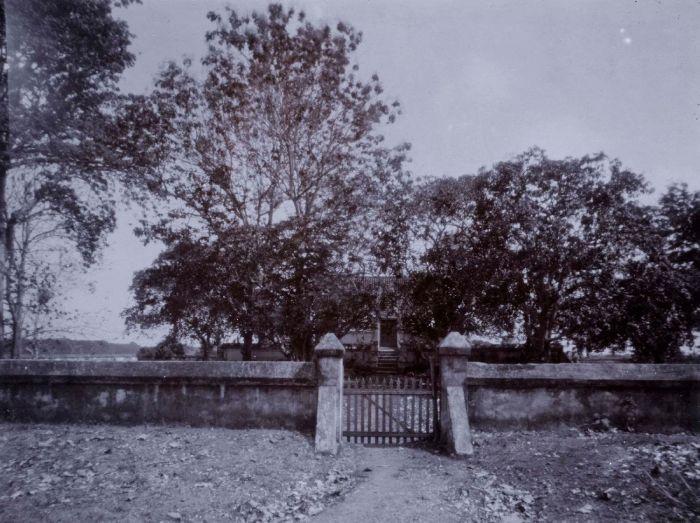 English: Maulana Yusuf's grave, Pakalangan Ned...