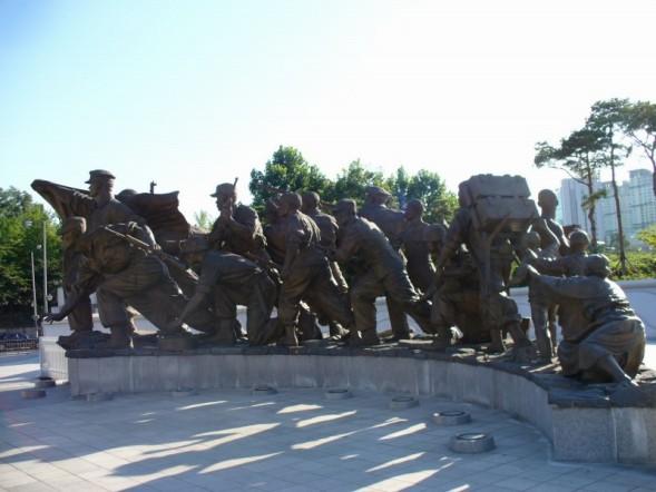 Statues Seoul War Memorial 1